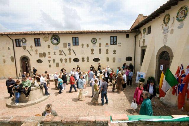 Rückblick: 2011 Mitgliedertreffen am Pfingstsonntag im Castello Lari in der Toskana